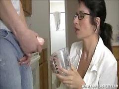Sexy Doktoru Yüze Boşalma Çıkarma