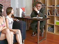 Ancienne professeur obtient queue mesures d'amour