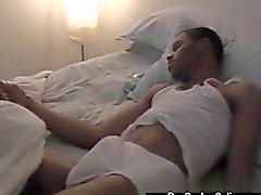 Pequeña sumisos negro coge su pene acarició