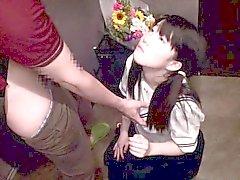 étudiants japonaise en uniforme d'écolière tittyfucked dans le couloir