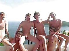 Ince bir villada eşcinsel lanet parti olan altı sıcak twinks
