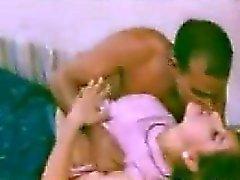 Curvy intialaisten saanti Kissed