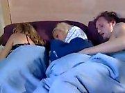 Mãe dorme e jogo Whit namorado de sua filha