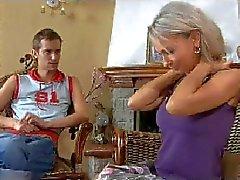 MAMAN de CHAUD n148russian hommes de milf et de jeune d'âge mûr heureuse blonds