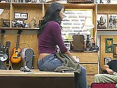 Latina babe Jessi baise pour l'argent énorme