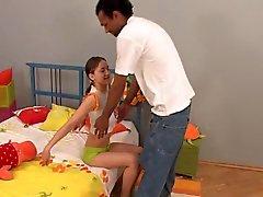 gulligt litet tonåring med härligt bröstvårtorna få för BBC ansikts Eliman