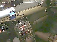 Marga ИФОМ пальцами ее киска в машине