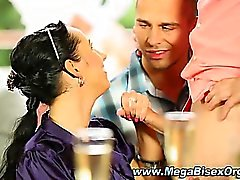 Бисексуалов петух уплетая оргии