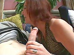 Poilu Pussed Mémé Anatasia baise le Jeune Gars