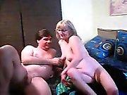 Kinky olgun severler biseksüel için azgın bir adamla katılırlar