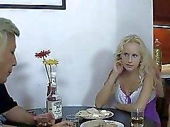 De su de BF borracho y ella folla a sus padres