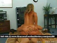 Erstaunlich nackten Blondine Mädchen auf dem Fußboden