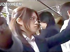 senhora do escritório seduzido fodida por geek em ônibus