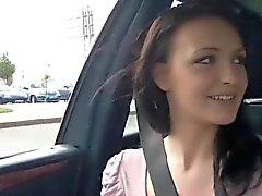 Gorgeous Бель получает выебанная в автомобиль