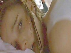 Natalie Portman se branle dans le lit . Puis on voit Nathalie
