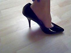 Cum On Pantyhose And High-heels 1