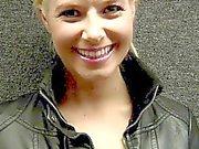 Anikka Albrite con gallo nero