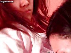 Futanari chick occupa analmente gioco