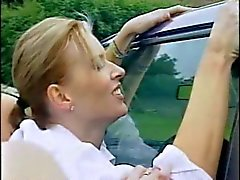 Britse lesbiennes wassen van een auto het dan op in het.