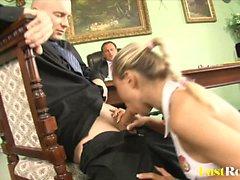 Attraktive Mia Leone wird von ihrem Chef betrogen