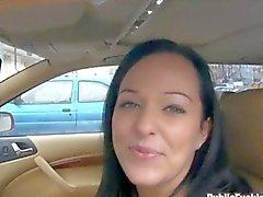 Baben ordna till för någon dicking i bilens