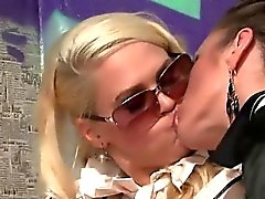 Gloryhole lezbiyen yalıyor am