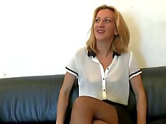 Beau de milf mince efforce anus