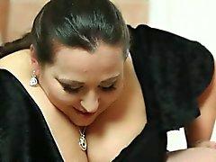 Ansikte queening videoklipp med underbara BBW husmor