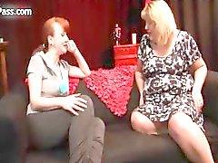 Nasty kypsä lesbot saada kiimainen hankausta