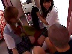 heyecan verici bir lezbiyen zevk Çok güzel Japon kız öğrenciler