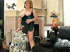Жира Россиею Grandmother получает ее Pussy облизываемая