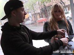 Hot Brittany Bardot valehtelee poikaystävänsä absenseista