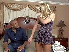 Sıcak karısı bir yabancı tarafından yakalandı ve becerdin alır