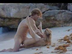 sahilde azgın çift akıcı sanatı sex