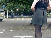 Bir kent merkezine araba park fişe takılı ve knickerless yanıp sönerken