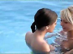 bien les trio de la piscine
