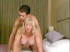 La mamie et la de garçon - dix