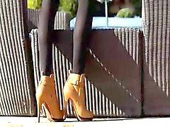 Otroligt blond i skor FINGRANDE
