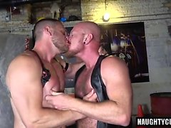 Hairy gay anale rimming e cumshot