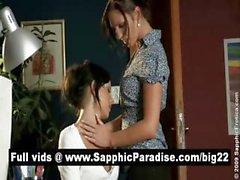 Ангелов брюнет Лесбос поцелуи и обладающие лесбо половые в офис