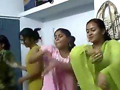Baile de Bangladesh fotos Hostel Girl