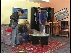 étudiant allemand grassouillet ramassé pour trio rude