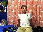 Jovem quente adolescente tendo sexo gay Depois de descobrir um monte