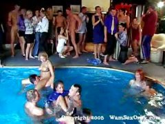 Den Gruppen-Sex Swinger Poolparty