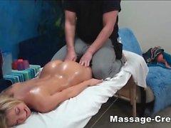 Ados circonscription blonds dur le masseur