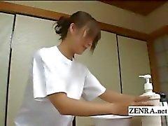 Handa Altyazılı CFNM Japon şehvetli penis yıkama