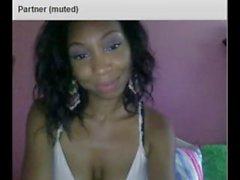 Söt och sexigt svart tjej visas hela