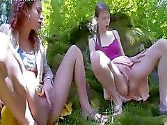 Kolme venäläistä neitsyitä kiusaa
