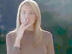 Emily ja hänen kaikki valkoiset tupakointi