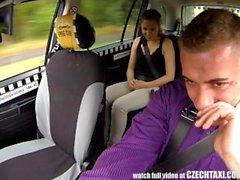 Удивительная секс в кабине такси